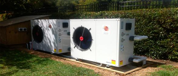 Instalación en serie de 2 bombas de calor para piscina pública